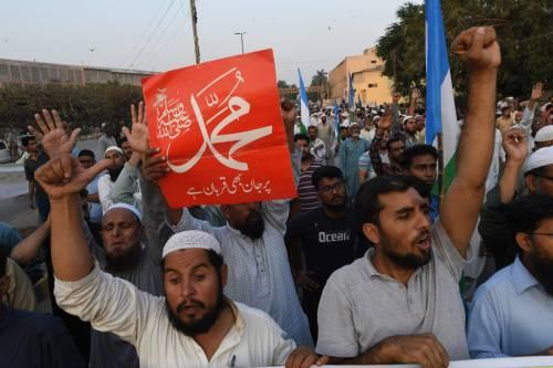 Orrore in Pakistan: prof accoltellato a morte da uno alunno radicalizzato