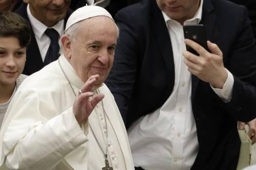 """Coronavirus, il Papa: """"Ci aspetta un altro dopoguerra, l'umanità si risolleverà con le ferite nel cuore"""""""