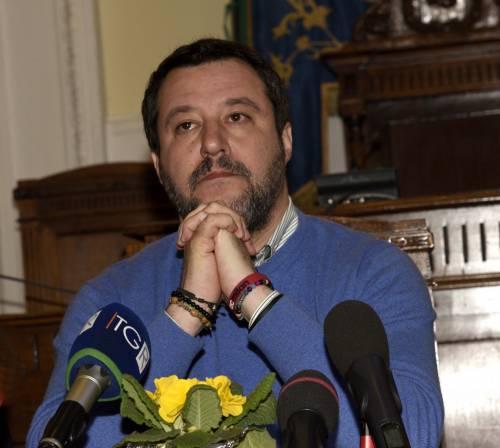 """Salvini agli italiani: """"Quando fate la spesa, comprate i nos"""
