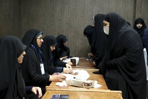 Elezioni in Iran, chiusi i seggi: conservatori favoriti