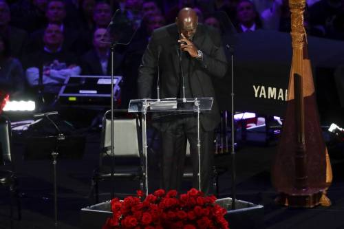 """Michael Jordan in lacrime per ricordare Bryant: """"Ho perso un fratello minore"""""""