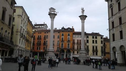 Vicenza, via clausola antifascista. Scoppia l'ira della sinistra