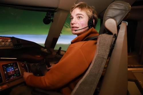 """Bebe Vio fa decollare il Boeing e sfida Parmitano: """"Sei pronto per la sfida col fioretto?"""""""