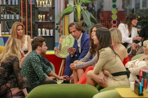 """Gf Vip, si accende lo scontro tra Zequila e Paola: """"Ho avuto donne più belle di te"""""""