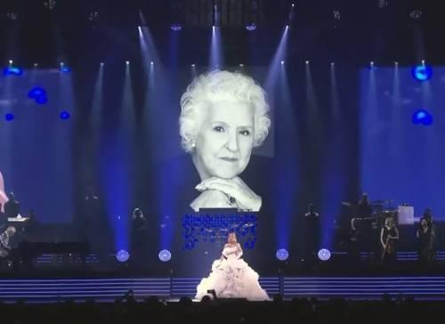 Celine Dion in lutto: morta la madre. Le strazianti parole dal palco