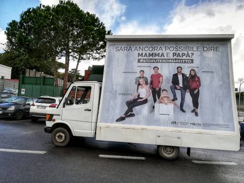 A Roma tornano i manifesti contro l'utero in affitto