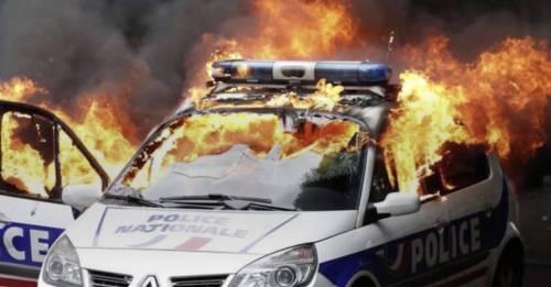 """Halloween violento in Francia: """"Armatevi e colpite la polizia"""""""