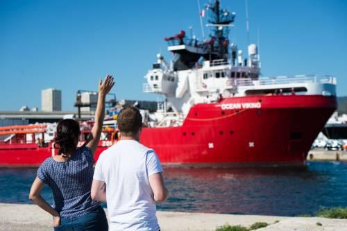 Ocean Viking sbarca in Sicilia. In isolamento 274 migranti