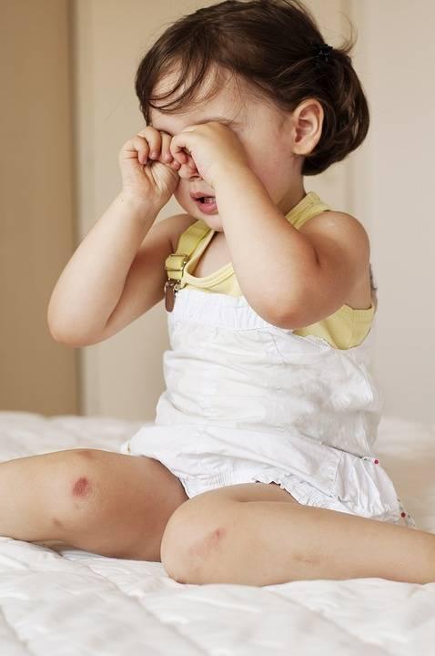 Letti e divani sono pericolosi per i bimbi più piccoli