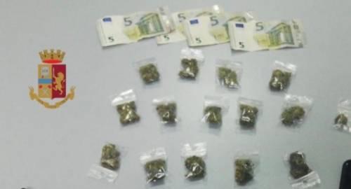 Spaccia droga in strada, arrestato gambiano