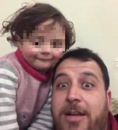 Siria, ridere sotto le bombe: così il papà inventa il gioco