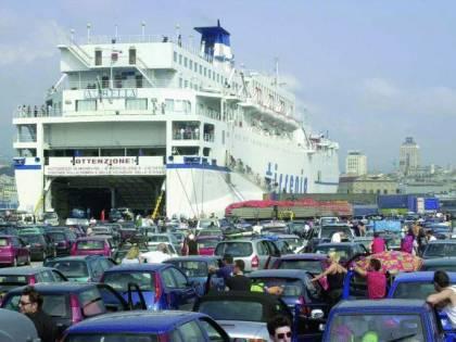 Traghetti  assediati: partenze «blindate» per trentamila turisti