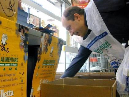Nel carrello al supermercato anche la spesa di solidarietà