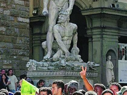 Firenze, gli immigrati contestano l'Unione Scontro sui lavavetri