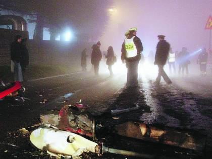 «Era un pilota esperto» Un guasto e l'elicottero cade sulla Tangenziale