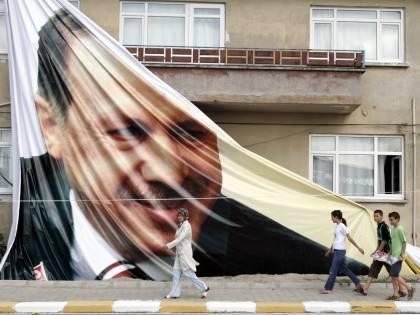 Turchia, l'Alta Corte  salva il premier Erdogan