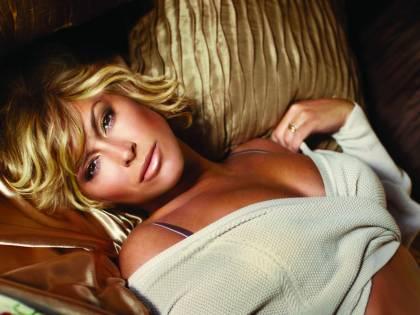 Anastacia su Instagram sfoggia un topless da fare invidia