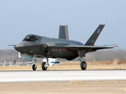 Rubati i segreti del caccia F-35
