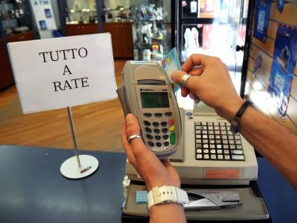 Il Censis: un italiano su due colpito dalla crisi