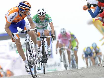 Giro, rispunta Basso<br /> L'addio di Cunego