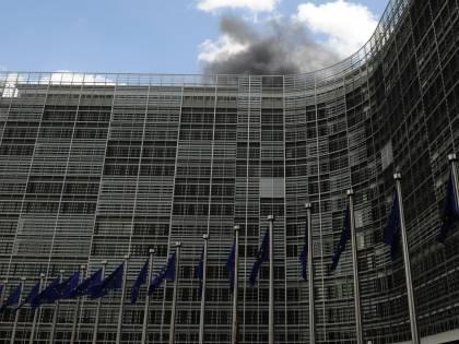 Bruxelles, incendio<br /> alla Commissione Ue:<br /> evacuato il palazzo