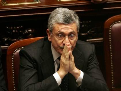 """Il caso Bari, le scosse e la """"preveggenza"""" di D'Alema"""