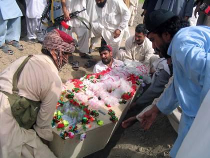 Pakistan, razzo su funerale: 83 morti