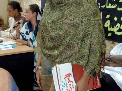 Sudan, 40 frustate alla giornalista  La sua colpa? Ha portato i pantaloni