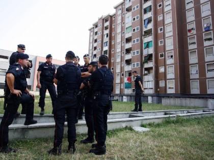 Via al blitz nel &quot;ghetto&quot;<br /> 140 agenti in azione:<br /> trovate armi e droga