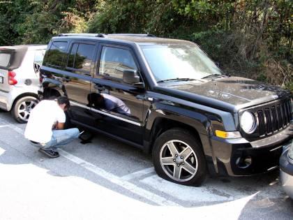 Fiumicino, raid di vandali:<br /> danni a 160 autovetture