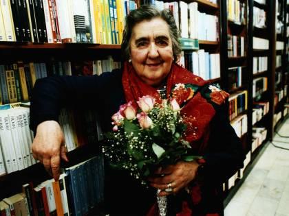 Addio ad Alda Merini,  mercoledì funerali di Stato  nel Duomo di Milano