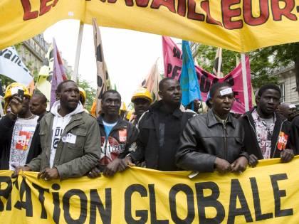 Francia, linea dura sull'immigrazione  Lavoro ai clandestini? Azienda chiusa