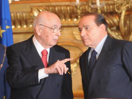 """Berlusconi: """"Consulta organo politico""""  Fini si smarca, Colle: """"Violento attacco"""""""