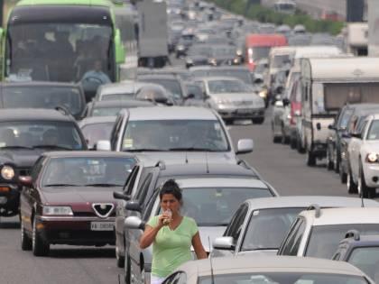 Lotta ai veleni del traffico  Arriva il filtro nel naso  che uccide l'inquinamento