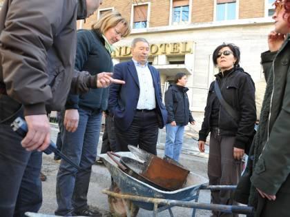 L'Aquila, le carriole in piazza: interviene la Digos