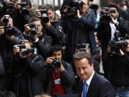 "Tory, la vittoria a metà  Cameron ai Lib-dem:  ""Governiamo insieme"""