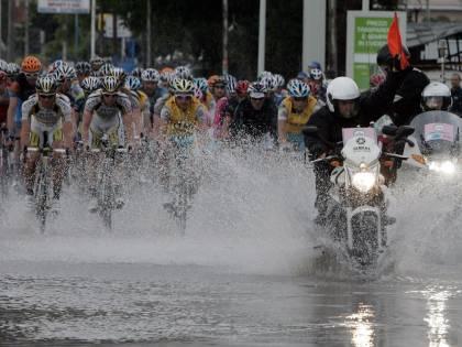 """Il Giro """"sfida"""" il diluvio  E Goss vince la tappa"""