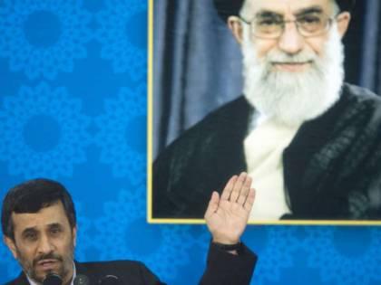 Teheran, non si vola  senza il velo:  bloccate 71 donne