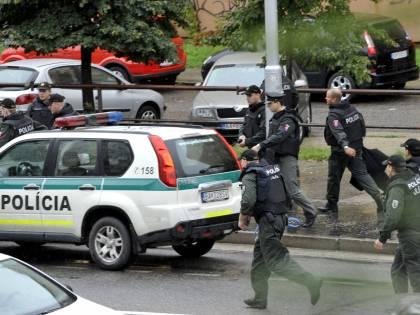Tragedia in Slovacchia,  50enne spara con il mitra:  sale a 7 numero vittime