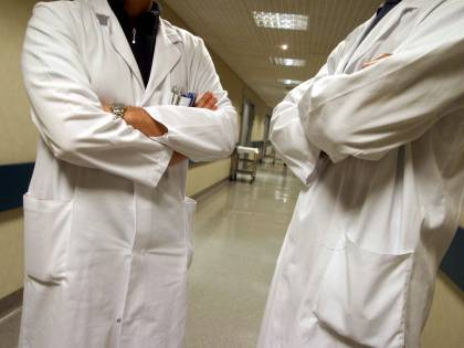 Brindisi, sospesi 8 dipendenti Asl: assenteismo