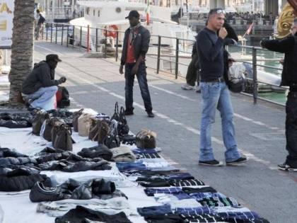 """Versace sui vu' cumprà:   """"Troppi falsi, faccio causa"""""""