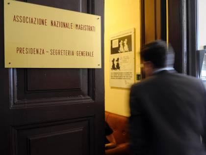 Assalto giudiziario: le toghe sfidano Berlusconi<br /> L'Anm: &quot;Attacchi ai pm contro la Costituzione&quot;