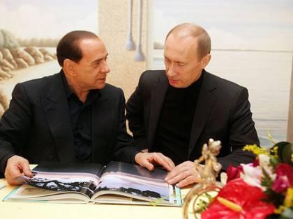 Putin aiuta Berlusconi:<br /> &quot;Silvio non si occupa<br /> soltanto di ragazze...&quot;