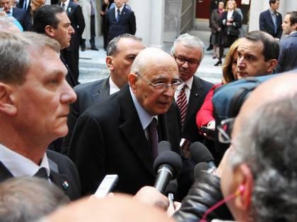 """Unità d'Italia, folla a Varese per Napolitano   Cori anti Lega: """"Esporre il tricolore in Comune"""""""