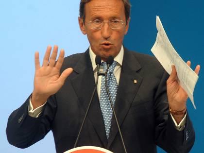 """Ora i finiani si tolgono la maschera:  """"Non votiamo né Moratti né Lettieri"""""""