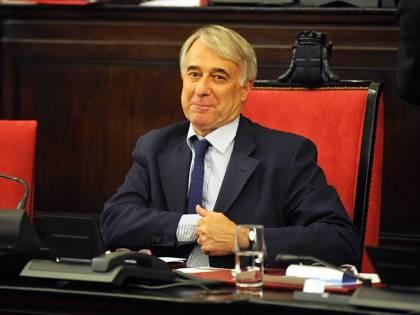 """Ecco le purghe del rosso Pisapia:  """"Licenziare i dirigenti del Comune"""""""