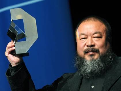 Cina, Ai Weiwei è stato rilasciato sotto cauzione  L'artista è accusato dal regime di frode fiscale
