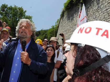 """Grillo fa il Che Guevara:  """"Splendida rivoluzione  I No tav sono veri eroi"""""""