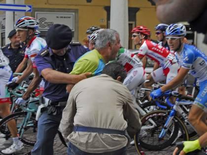 """Giro di Padania, ancora problemi per i corridori  Basso: """"Ci hanno insultati e presi a schiaffi"""""""
