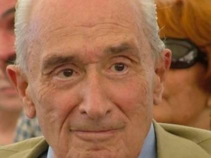 &quot;Il Cav peggio di Franco&quot;<br /> Ora il politologo Sartori<br /> sproloquia come Di Pietro